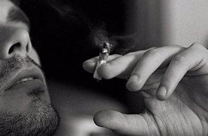 Foto: Fumar marihuana en la adolescencia aumenta el riesgo de discapacidad de adultos (WIROS/FLICKR)