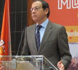 Foto: El alcalde de Murcia muestra su indignación por el descenso del Real Murcia (EUROPA PRESS)