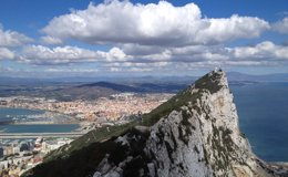 Foto: Las colas en Gibraltar provocan esperas de varias horas para salir del Peñón (EUROPA PRESS)