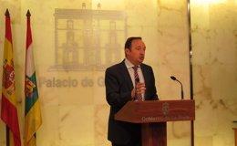 """Foto: El presidente de La Rioja defiende el cambio de elección  de alcaldes y acusa al PSOE de preferir pactos """"de despacho"""" (EUROPA PRESS)"""