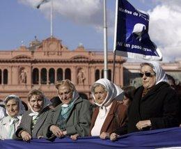 Foto: Las Abuelas de la Plaza de Mayo localizan a la nieta número 115 (Reuters)