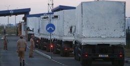 Foto: Regresan a Rusia los primeros camiones del convoy humanitario ruso para el este de Ucrania (ALEXANDER DEMIANCHUK / REUTER)