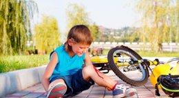 Foto: Primeros auxilios en el parque infantil (GETTY)