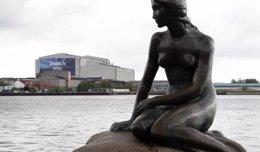 Foto: La Sirenita de Copenhague cumple 101 años (REUTERS)