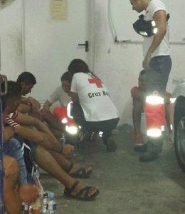 Foto: Interceptan tres pateras con 19 inmigrantes magrebíes en Torrevieja (Alicante) (CRUZ ROJA)