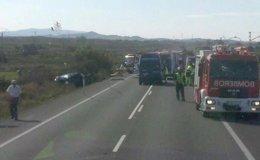 Foto: Un fallecido y diez heridos en accidente de tráfico en la Nacional-232 a la altura de Alfaro (La Rioja) (EUROPA PRESS)