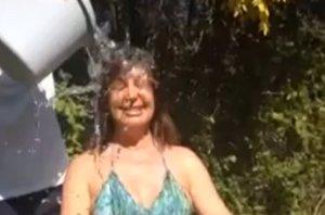 "Foto: Carmen Martínez-Bordiú cumple el ""Ice Bucket Challenge"" (YOUTUBE)"