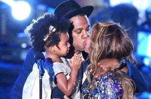 Foto: Beyoncé emocionada por la sorpresa de su hija y Jay Z en los premios VMA (GETTY)