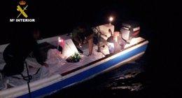 Foto: Dos detenidos tras interceptar 1.532 kilos de hachís en una embarcación en el río Piedras (Huelva) (EUROPA PRESS/GUARDIA CIVIL )