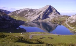 Foto: Belleza natural: los 10 lagos y lagunas más bonitos de España (WIKIPEDIA)