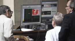 Foto: El Ibex cae un 0,2% en la apertura, con la prima de riesgo en 123 puntos básicos (EUROPA PRESS)