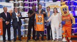 """Foto: Buycks (Valencia Basket): """"Estoy extremadamente emocionado por la nueva temporada"""" (MIGUEL ÁNGEL POLO)"""