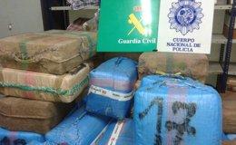 Foto: Detenidos cinco narcotraficantes e incautadas 2,8 toneladas de hachís gracias al aviso de un vecino de Marbella (EUROPA PRESS/POLICÍA NACIONAL)
