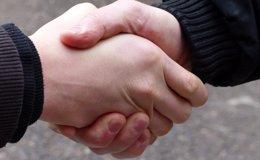 Foto: Las manos de los miembros de un mismo hogar comparten más microbios que la nariz (FLICKR/BLU-NEWS.ORG/CC BY-SA 2.0)