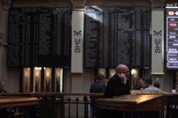 Foto: El Ibex cierra en positivo (+0,06%) por encima de los 10.700 enteros (EUROPA PRESS)