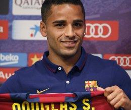 """Foto: Douglas: """"Espero estar a la altura del Barça"""" (GUSTAU NACARINO / REUTERS)"""