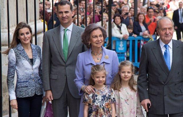 Foto: Los Reyes afectados por la muerte de Pertegaz (EUROPA PRESS)