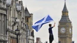 """Foto: Cameron reconoce estar """"nervioso"""" ante el referéndum de independencia escocés (TOBY MELVILLE / REUTERS)"""