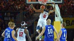 Foto: Plácido debut del campeón (FIBA.COM)