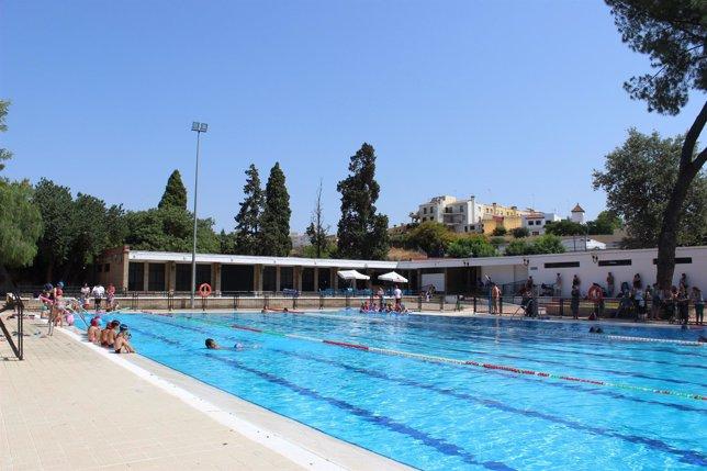 La piscina de san juan en alcal de guada ra cierra el verano con la visita de m s de usuarios - Piscina cubierta alcala de guadaira ...