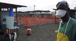 Foto: Ébola.- La guerra de trincheras contra el ébola se cobra la vida de más de 120 médicos y enfermeras en África (STRINGER . / REUTERS)