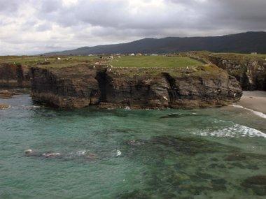 Foto: La Playa de As Catedrales superó los 270.000 visitantes en agosto (EUROPA PRESS)