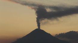 Foto: El Popocatépetl aumenta su actividad con 15 exhalaciones en las últimas 24 horas (REUTERS)