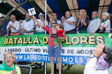 """Foto: Laredo destaca el """"sobresaliente"""" desarrollo de la Batalla de Flores (AYTO)"""