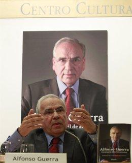 """Foto: Alfonso Guerra ve """"inconstitucional"""" la reforma electoral del PP y recuerda que la del PSOE establecía segunda vuelta (EUROPA PRESS)"""