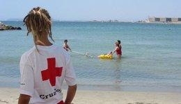 Foto: Creu Roja rescata 429 banyistes a les platges valencianes durant l'estiu (CRUZ ROJA)