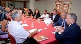 """Foto: Rivero dice que sigue avanzando con la consulta ciudadana sobre las prospecciones y que la pregunta será """"clara"""" (CEDIDA POR GOBCAN)"""