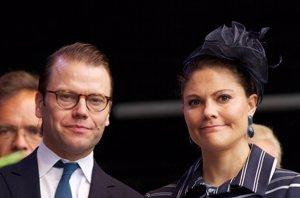 Foto: Saltan las alarmas por un fallo renal del marido de Victoria de Suecia ( DE AGOSTO)