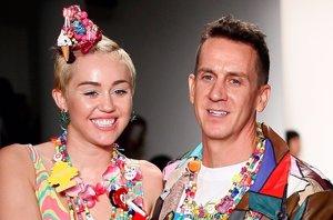 Foto: Miley Cyrus entre golosinas y mucho color para Jeremy Scott (GETTY)