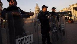 Foto: México/EEUU.- Agentes federales han desmantelado una red de tráfico de armas que operaba entre Estados Unidos y México (REUTERS)
