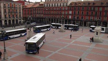 Foto: Caen un 2,8% los usuarios del autobús urbano (EUROPA PRESS)