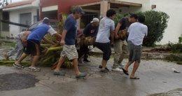 Foto: Inician la evacuación de turistas en el municipio de Los Cabos, incomunicado tras el paso del huracán 'Odile' (STRINGER . / REUTERS)