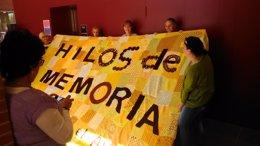 Foto: Més de mil dones tixen un mural solidari de ganxet pels afectats d'Alzheimer (AFAV)