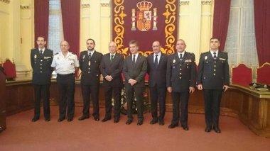 Foto: Cosidó da su apoyo a la Guardia Civil en Melilla tras la imputación (EUROPA PRESS/DELEGACIÓNGOBIERNO)