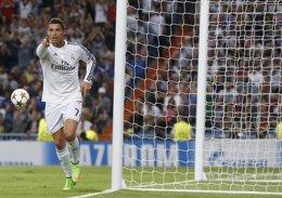 Foto: El Real Madrid se consuela goleando al Basilea (JUAN MEDINA / REUTERS)