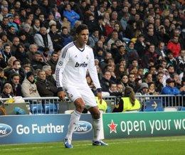 Foto: Varane renueva con el Real Madrid hasta 2020 (EUROPA PRESS)