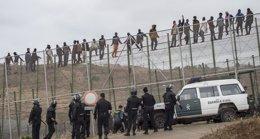 Foto: (AMP) El Gobierno dice que en la valla fronteriza no hay devoluciones en caliente sino una acción de rechazo (STRINGER SPAIN / REUTERS)