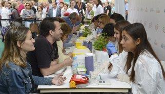 Más de 3.000 personas miden su colesterol en la Puerta del Sol