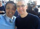 Foto: Tim Cook sorprende a los fans que hacían cola para comprar el iPhone 6