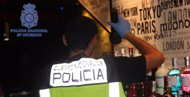 Foto: Detenido en Murcia el propietario de 2 bares por proponer a menores alternar y realizar striptease (POLICÍA NACIONAL)