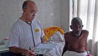 S'enlaira de la base de Torrejón l'avió per repatriar el religiós espanyol Manuel García