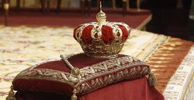 Foto: Patrimonio Nacional sacará la Corona y el Cetro reales de la cámara acorazada para exponerlos al público (EUROPA PRESS)