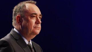 Salmond acusa els partits britànics d'enganyar els escocesos per votar contra la independència