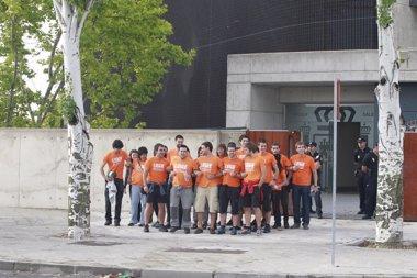 Foto: Los acusados de pertenecer a SEGI dan la espalda al tribunal (EUROPA PRESS)