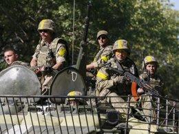 Foto: Kiev anuncia que retirará este lunes la artillería y los blindados de la zona desmilitarizada (REUTERS)