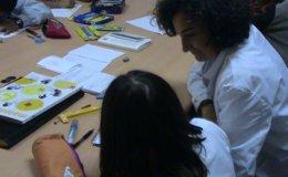 Foto: Correos entrega hoy a Mensajeros de la Paz el material escolar recogido para los niños españoles desfavorecidos (MENSAJEROS DE LA PAZ)